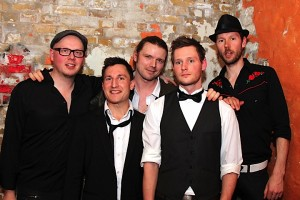 Earth music hall blues rock in wetter tongebiet for Mojo makers